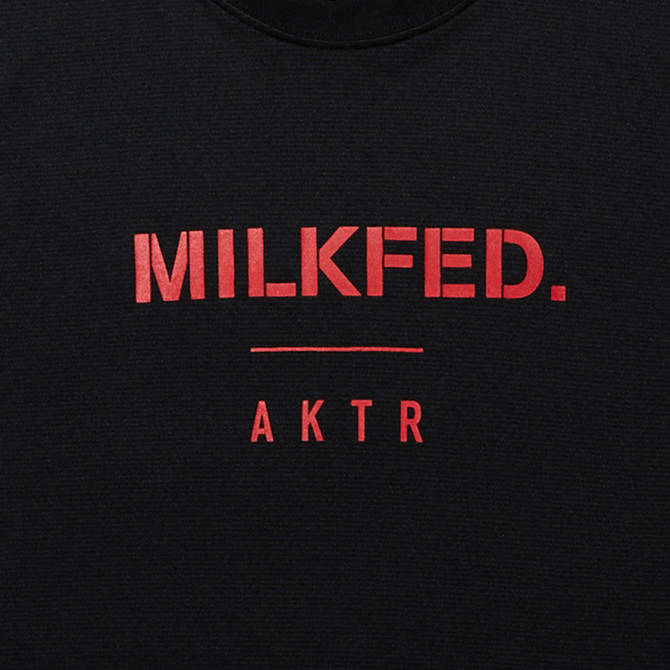 AKTRxMILKFED. LOGO SPORTS TEE BLACK